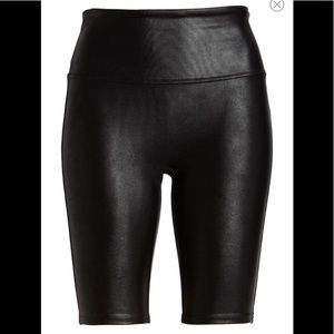 NWT SPANX Faux Leather Short Black Size Large